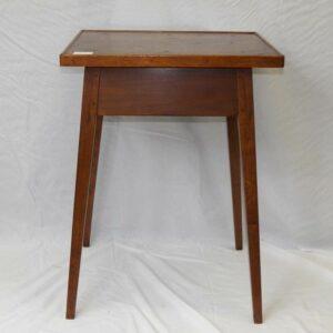 13-22682, Walnut Hepplewhite splay leg stand, curry walnut top beaded rim taper leg, PA Pro. Lancaster. $675