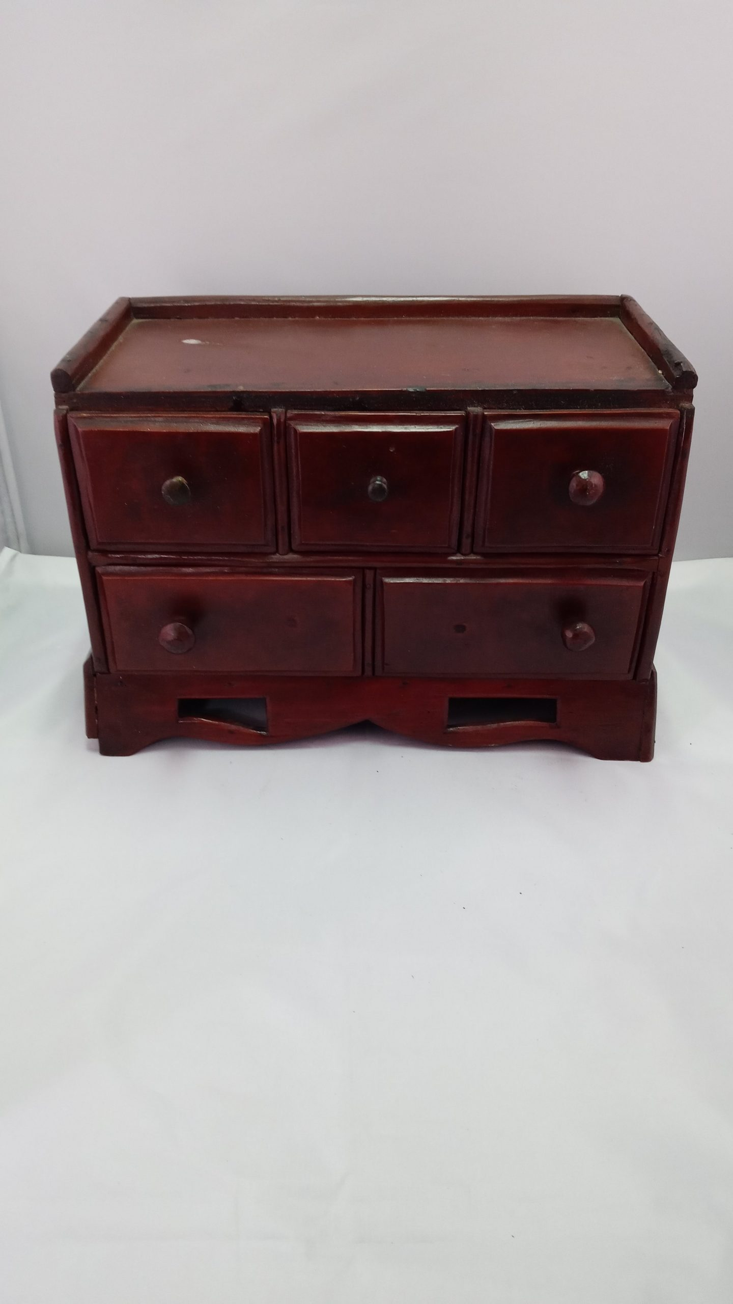 19-33287 folky country five drawer spice chest with molded overlapping drawers, flared cutout scalloped base, original red paint, 3rd quarter 19th century Image
